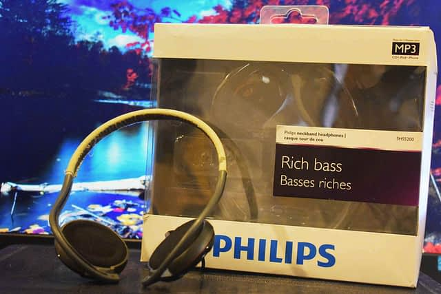 PHILLIPS NECKBAND HEADPHONES SHS5200/10 – ROLL A TANK OVER IT AND IT WON'T QUIT.